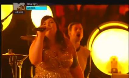 "Macklemore & Ryan Lewis Perform ""Same Love,"" Forget to Thank Mary Lambert at VMAs"