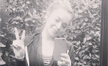 Lindsay Lohan Peace Sign Pic