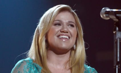 "Kelly Clarkson on MTV VMAs: So Many ""Pitchy Strippers!"""