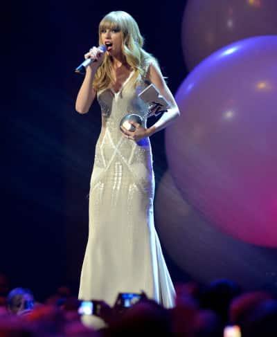 Taylor Swift on MTV Stage
