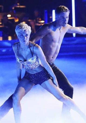 Kellie Pickler and Derek Hough Photo