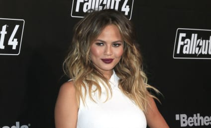 "Chrissy Teigen Posts Makeup-Free Selfie, Misses ""Pregnancy Glow"""