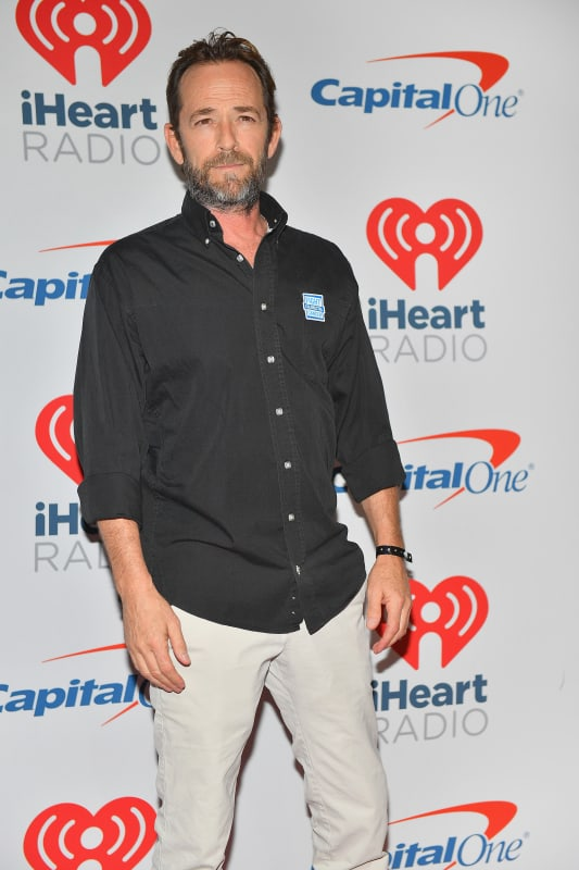 Luke perry on a red carpet