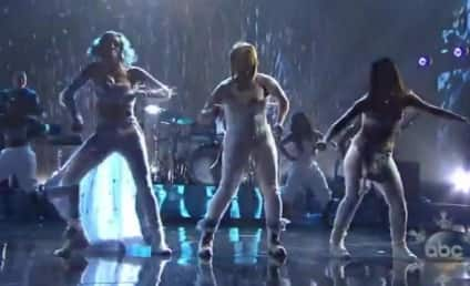 """TLC Reunion Performance: Group Sings """"Waterfalls"""" With Lil Mama at AMAs!"""
