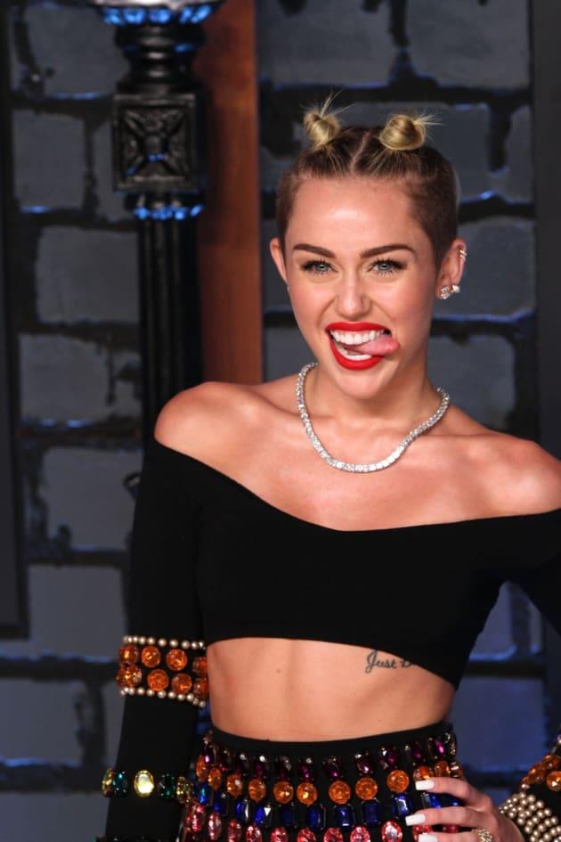 Miley VMAs Pic