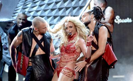 Britney Spears Gets Sultry: 2016 Billboard Music Awards