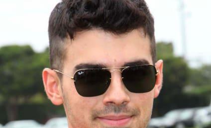 Karlie Kloss: Spotted with Joe Jonas!