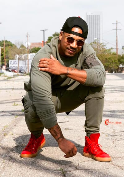 Stevie J in a Crouch