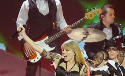 Taylor Swift Earned HOW MUCH in 2012?!?