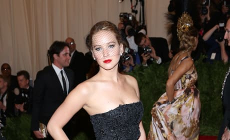 Which actress looked better at the 2013 MET Gala?