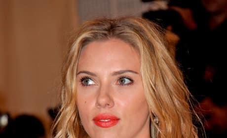 Scarlett Johansson Blonde Hair Red Lips