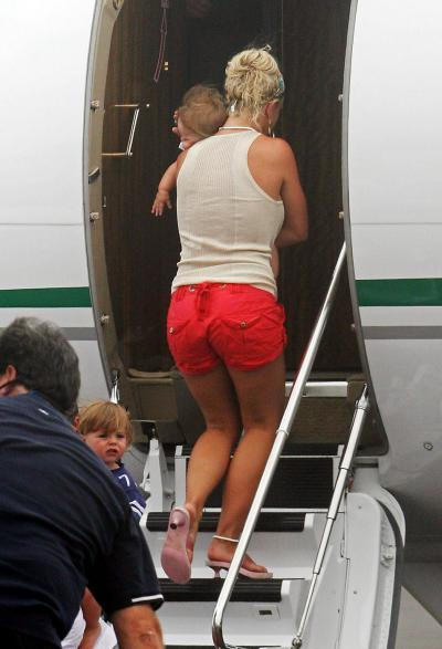 Britney Spears' Ass Returns
