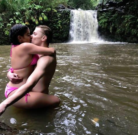 Ariel Winter and Levi Meaden, Waterfall PDA