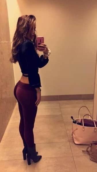 Bella Thorne: Butt Selfie