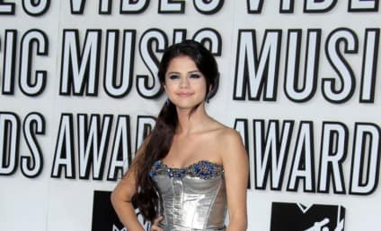 MTV VMAs Fashion Face-Off: Selena Gomez vs. Miranda Cosgrove