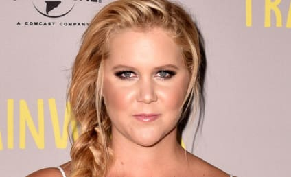 """Amy Schumer Addresses Gun Violence, Thinks About Shooting Victims """"Everyday"""""""