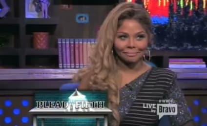 """Lil Kim Labels Nicki Minaj a """"Stupid Hoe"""""""