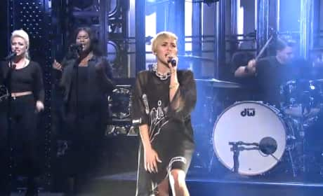 "Miley Cyrus - ""Wrecking Bal"" (Saturday Night Live)"