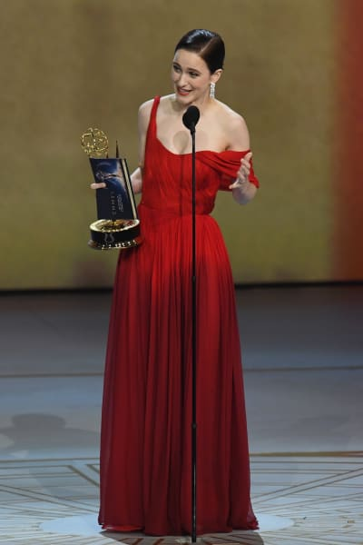 Rachel Brosnahan Accepts Emmy Award