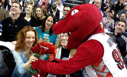 Rachel McAdams: Courted by Raptors Mascot!