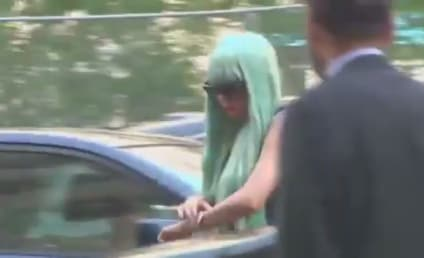 Amanda Bynes in Court: Blue Wig, Basketball Jersey and Sweatpants Style!