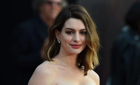 Anne Hathaway Premiere Pic