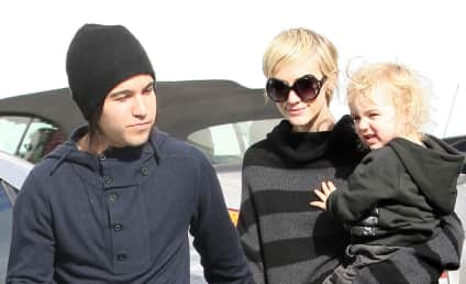 "Ashlee Simpson ""Just Feels Bad"" For Pete Wentz"