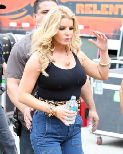 jessica-simpson-pregnant-boobs-girls-showing-their
