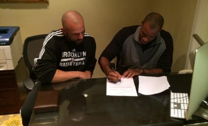 Jason Collins Signs Historic NBA Contract, Receives Props on Twitter