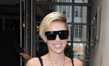 Miley Cyrus: Smiling in London
