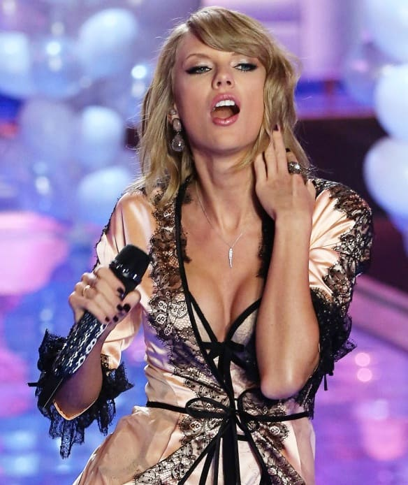 Taylor Swift At The Victoria 39 S Secret Fashion Show The Hollywood Gossip