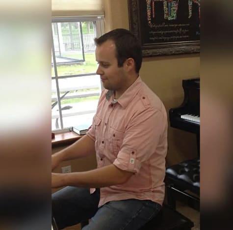 Josh Duggar al piano