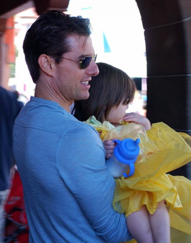 Suri and Tom Cruise Pic