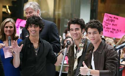Scheana Marie: Hot Jonas Brothers Pizza Girl!