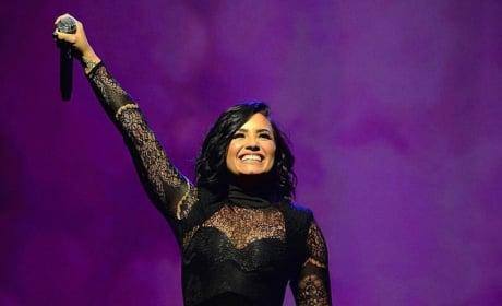 Demi Lovato Thanks Fans