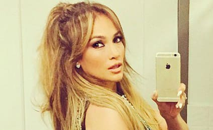 """Jennifer Lopez Thinks She's """"Chunky"""" in This Selfie, Raven-Symone Can't Even"""