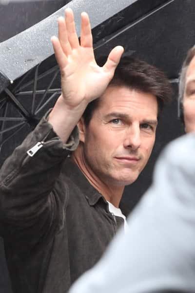 Tom Cruise Waves