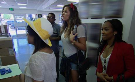 Keeping Up With the Kardashians Clip - Khloe Goes Back 2 School