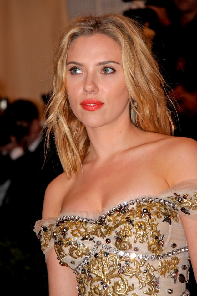 Scarlett Johansson Blonde Hair Red Lips The Hollywood Gossip