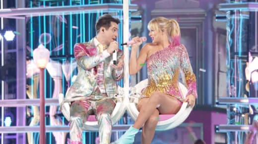 """Taylor Swift and Brendon Urie Perform """"Me"""" at the 2019 Billboard Music Awards"""