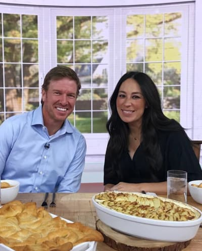 Joanna Gaines and Chip Gaines at a Table