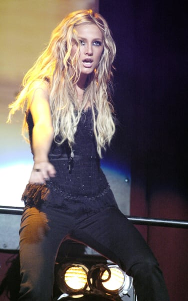 Ashlee Simpson Rocks Out