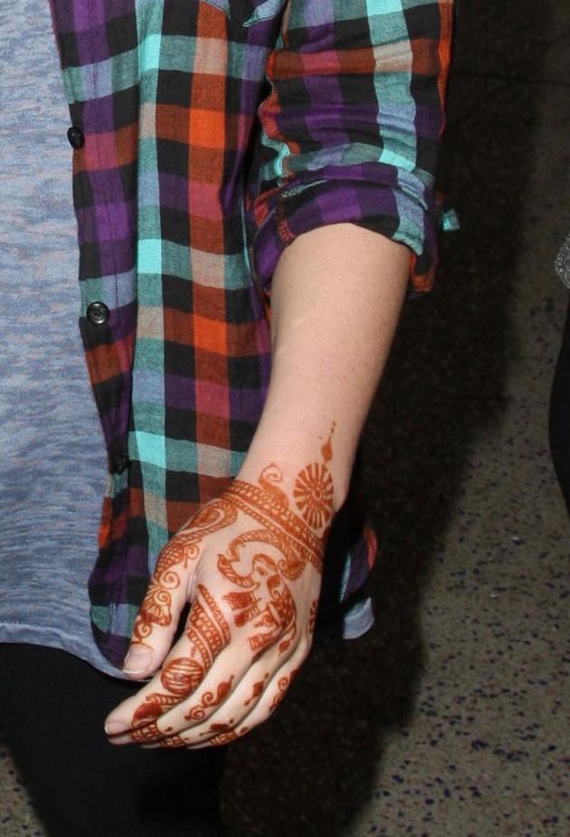 Jessica Simpson Hand Tattoo