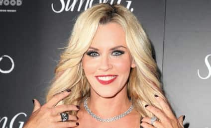 """Jenny McCarthy in """"Serious"""" Talks to Join The View"""