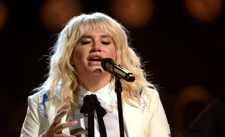 Kesha Blows Us Away at the Billboard Music Awards