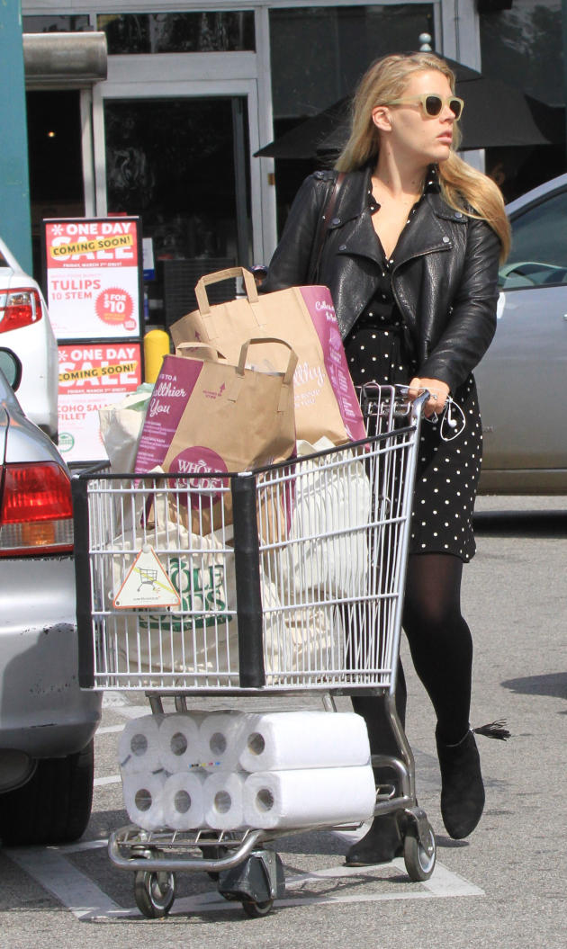 Busy Philipps Shopping