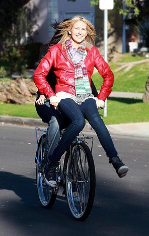 Stephanie Pratt Gets a Ride