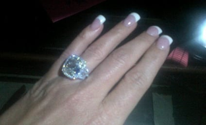 Kim Zolciak Shows Off ENORMOUS Engagement Ring
