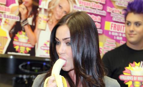 Jasmine Waltz Takes Banana Deep