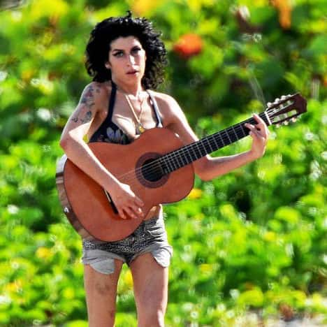 Amy Winehouse Playing Guitar